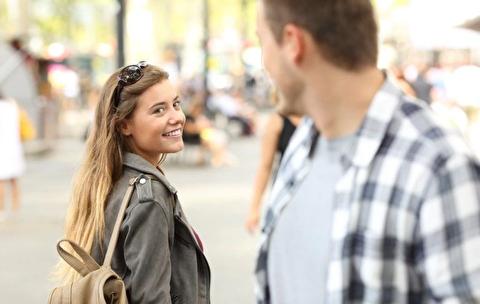 چگونه با دختری بالاتر از سطح خودمان آشنا شویم؟