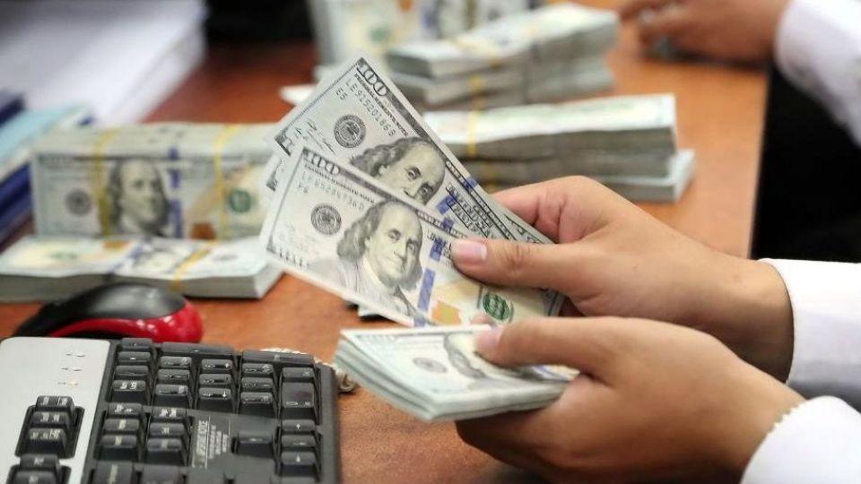 کاهش ۱۵۰ تومانی قیمت دلار در بازار تهران/ کاهش بهای ۱۶ واحد پولی در بانک مرکزی