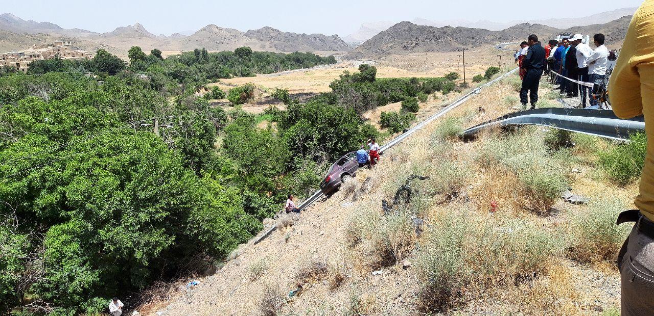 سقوط پژو ۲۰۶ به دره با یک کشته در جاده نطنز