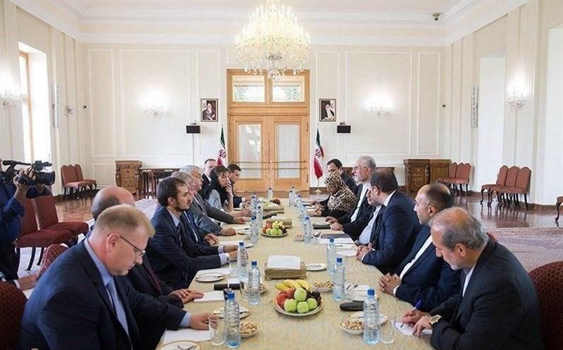 موافقت انگلیس و فرانسه با اعزام نیروی نظامی به سوریه /بیانیه ۴ جانبه اروپا درباره «برجام»/اعزام کاروان بزرگ زرهی ترکیه به مرز سوریه/ جلسه مهم اتحادیه اروپا درباره ایران