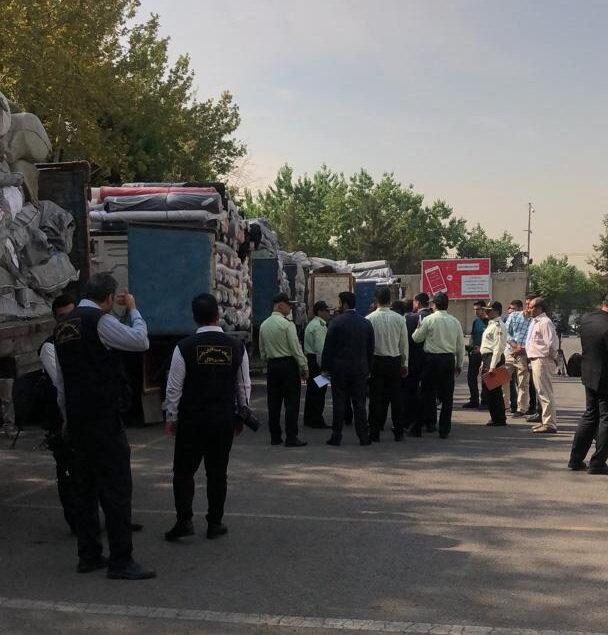 کشف محموله بزرگ قاچاق پارچه و لباس از ۲۰ کامیون
