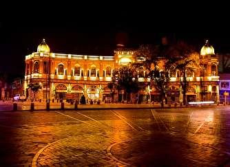 حریق گسترده در میدان حسن آباد/ آتش به بافت تاریخی میدان سرایت کرد + فیلم