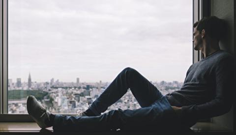 تنهایی چیست و چگونه بر حس تنهایی غلبه کنیم؟