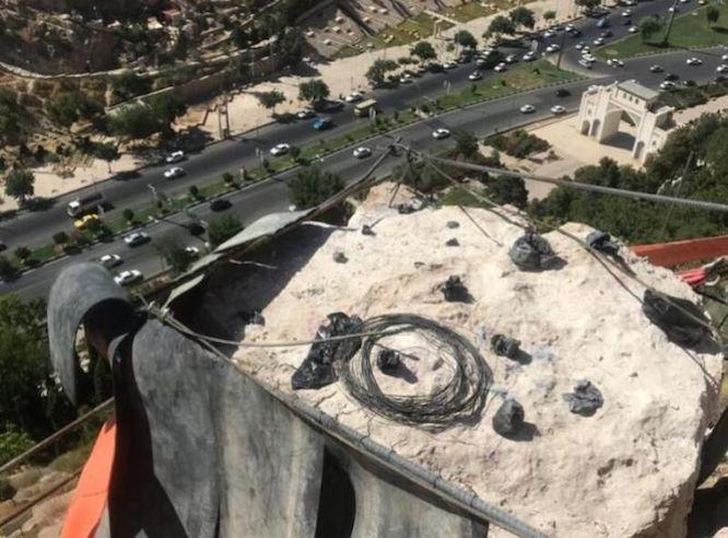خرد کردن سنگ ناایمن «دروازه قرآن» به تعویق افتاد