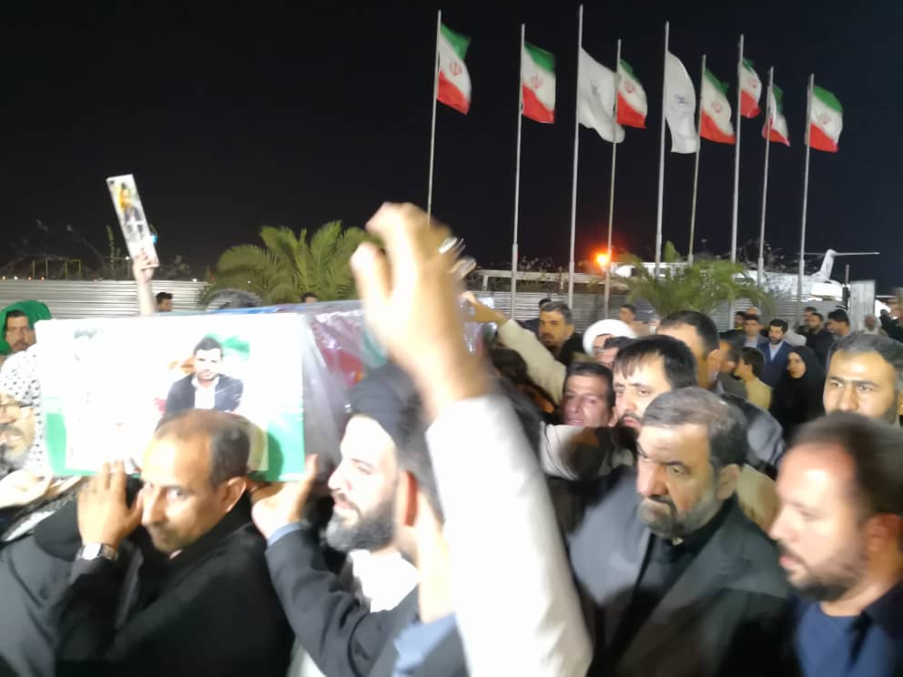 ادای احترام محسنرضایی بهخانواده شهیدحسینمعماری