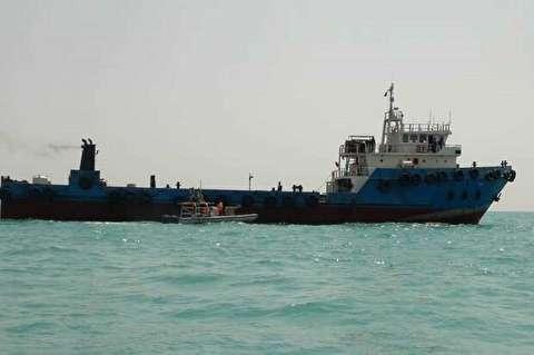 لحظات توقیف شناور عراقی قاچاقچی سوخت