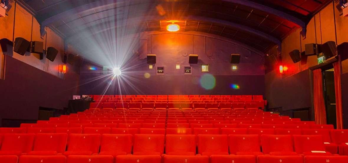 شهرستانها با 1.8 میلیارد صاحب سالن سینما میشوند اما مردم پول خرید بلیت دارند؟!