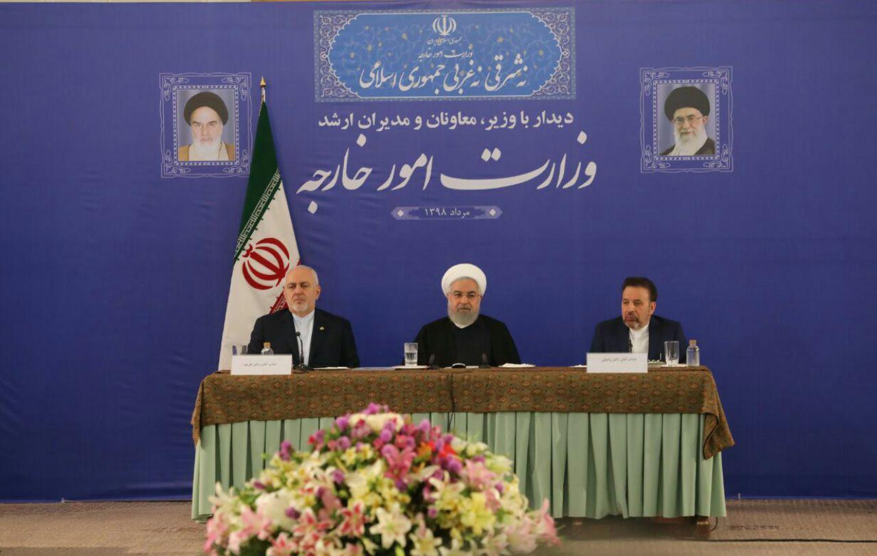 وزیر خارجه، نماینده کل ملت ایران است / وزیر امروز خارجه ما، یک مجتهد سیاسی است