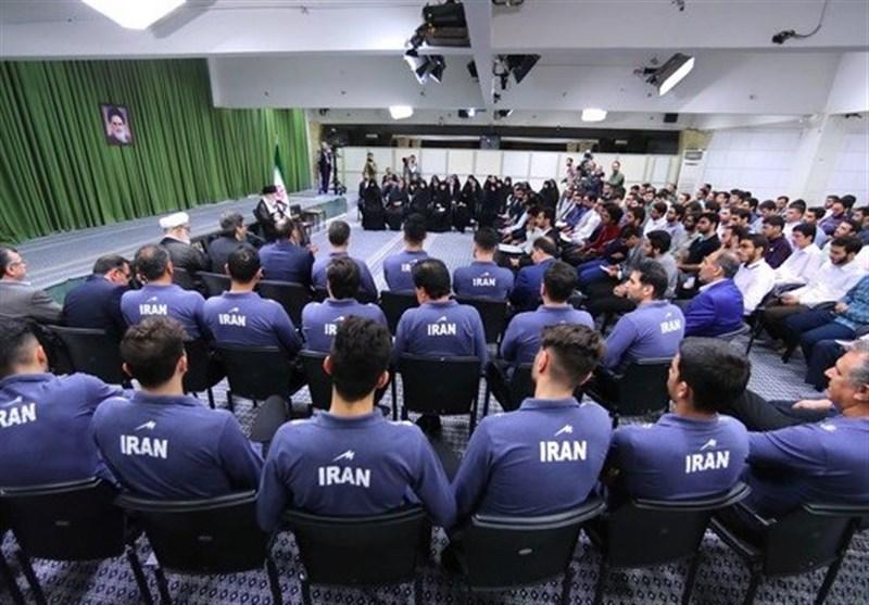 رهبر انقلاب: شایسته کشور این است که سرمربی ما ایرانی باشد