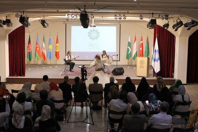 تجلیل از ظریف در نمایشگاه هنرمندان اکو