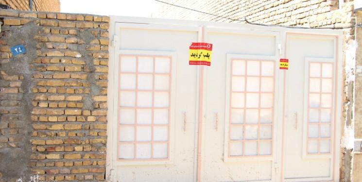 پلمپ خانه مسکونی با تخلیه یک کامیون سنگ در کاشمر