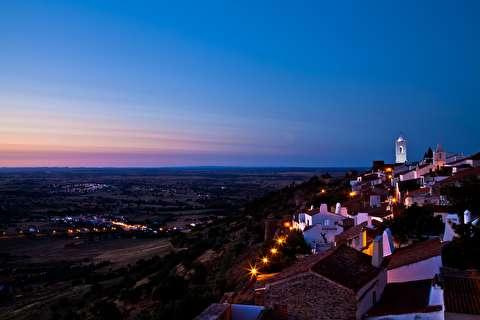 قلعه مونساراز در شب