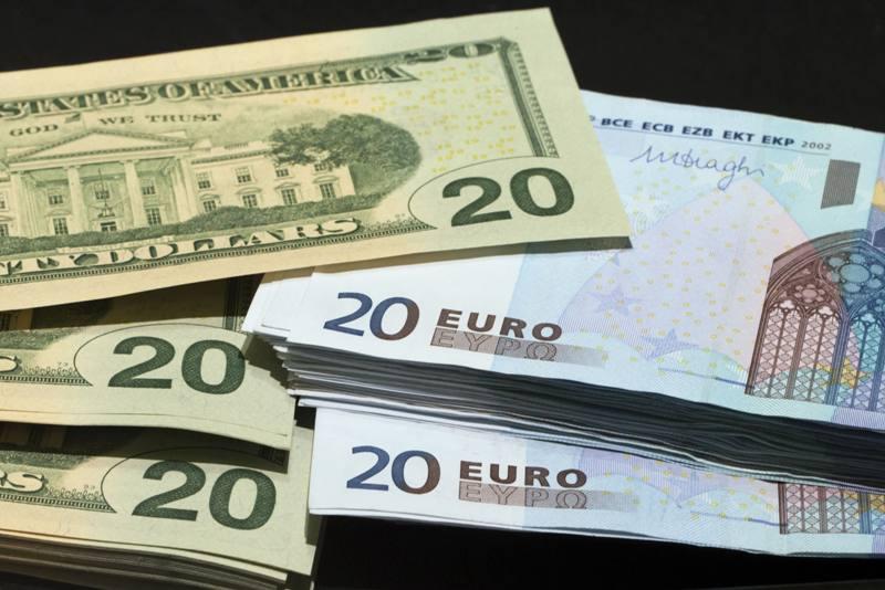 کاهش ۲۱ درصدی بدهی خارجی، دستاورد دولت یا فشار تحریم ها؟
