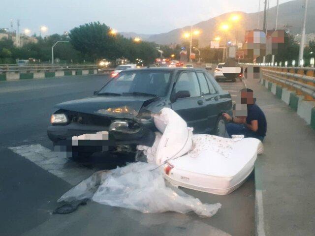 تصادف پراید با تشک در بزرگراه همت