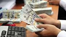 قیمت دلار در نیمه دوم سال؛ دلار ۷۰۰۰ تومانی، تکانه منفی یا ثبات نرخ فعلی؟