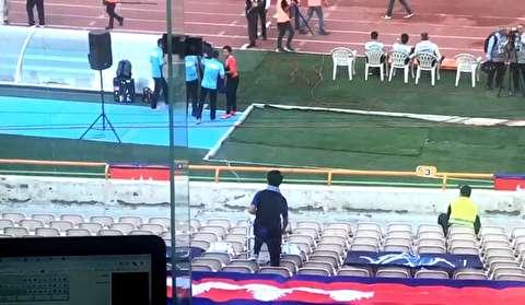 تشویق تنها تماشاگر کامبوج در ورزشگاه آزادی!