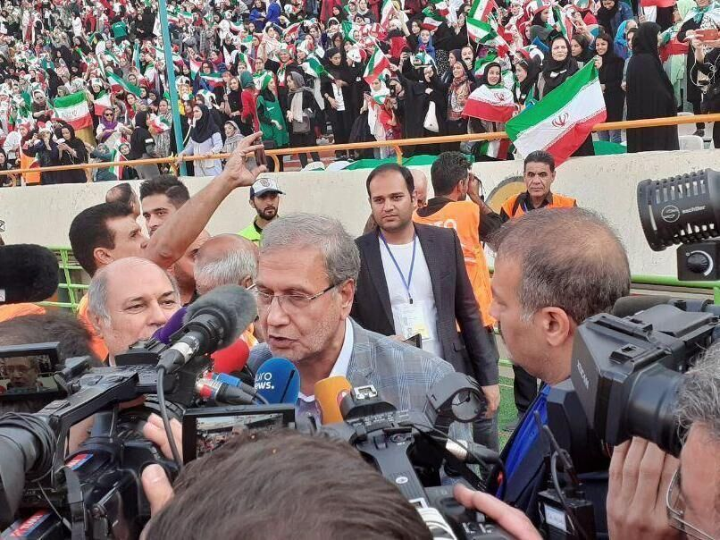 سخنگوی دولت: ورود بانوان به ورزشگاه تحت فشار فیفا نبود
