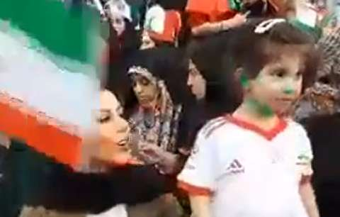 همسر و دختر بیرانوند در ورزشگاه آزادی