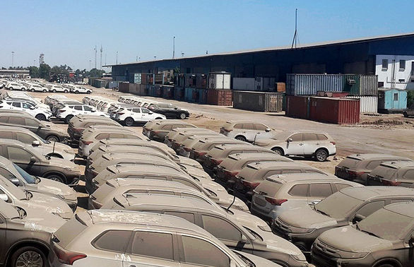 ۱۰۰۰ خودروی خارجی پشت درب گمرک/ دو راهی برای ورود به بازار یا اموال تملیکی/ مقام مسئول: شاید خودروها را به افغانستان صادر کنیم!