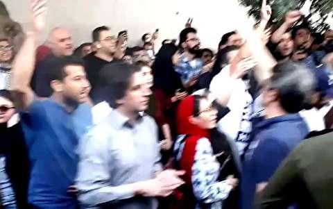 تظاهرات کردها مقابل سفارت ترکیه در تهران
