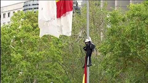 فرود چترباز ناشی، هنگام رژه روز ملی در اسپانیا
