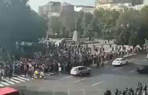 برخورد خشن با تظاهرات کنندگان آذربایجان