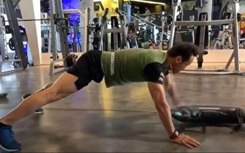 تمرین سنگین علی کریمی در 41 سالگی