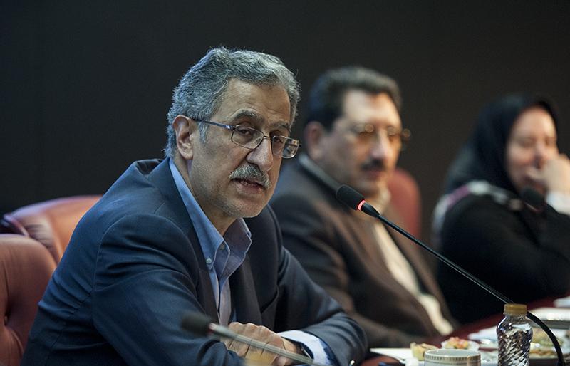 عمدهترین چالشهای پیشبینیشده اقتصاد ایران/ پیشبینیها کسری بودجه ۱۰۰ تا ۱۵۰ هزار میلیارد تومان دولت در سال جاری/ فاصله بین دلار 4200 تا 12 هزار تومان، فساد برانگیز است