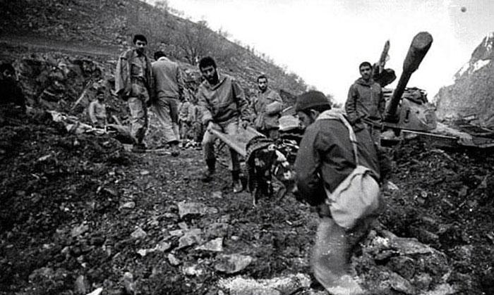 آزادسازی بخش وسیعی از خوزستان با چهار عملیات در هشت ماه / آغاز استفاده از سلاح شیمیایی و جنگ شهرها توسط عراق / تشدید حملات به تاسیسات نفتی ایران