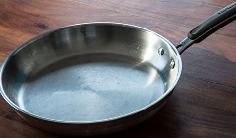 روش از بین بردن خشهای ظروف استیل