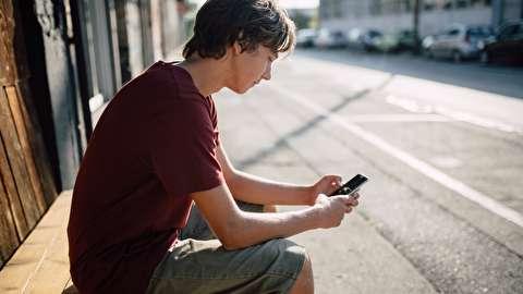 چگونه وقتی منتظر پیام کسی هستیم، استرس نداشته باشیم؟