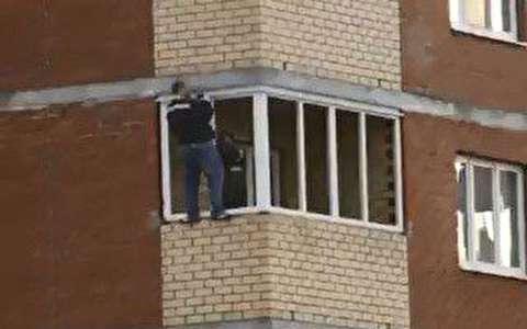 نصب پنجره طبقه 12 ساختمان بدون طناب!