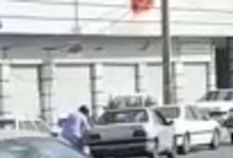 لحظه سرقت مسلحانه از بانک ملی در زاهدان