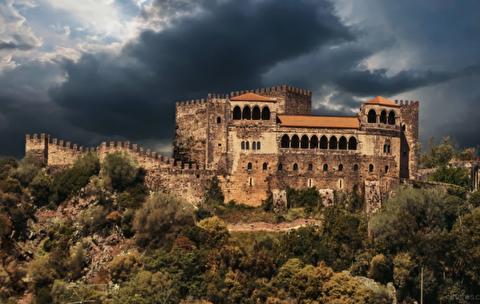قلعه لیرا از نمای نزدیک
