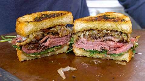 طرز تهیه ساندویچ استیک با نان سیر