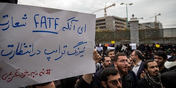 بنری که نوید بازداشت «رجوی» را میداد/امیر موسوی: آمریکا از طریق سفارت خود به دنبال شکست یا انحراف انقلاب اسلامی بود
