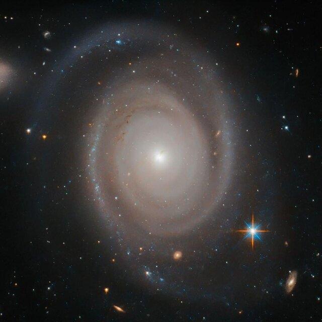 همه کهکشان ها تنها نیستند