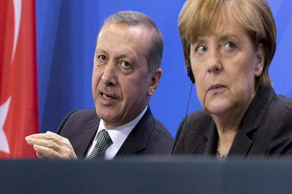 هشدار روسیه نسبت به بحران بزرگ در خاورمیانه در صورت سقوط برجام/درگیری ارتش سوریه با نیروهای ترکیه در حومه «رأس العین»/ نشست چهارجانبه فرانسه، انگلیس، آلمان و ترکیه درباره سوریه/ واکنش ایران به تشکیل ائتلاف آمریکایی در خلیج فارس