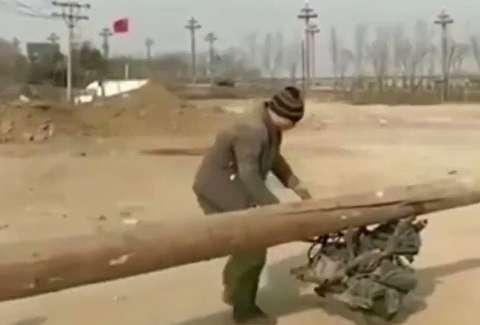 موتورسیکلت چینی با تیر چوبی!
