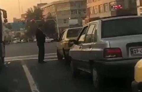 برخورد متفاوت افسر پلیس راهرور با یک راننده