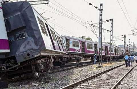 شاخ به شاخ شدن دو قطار مسافربری در هند