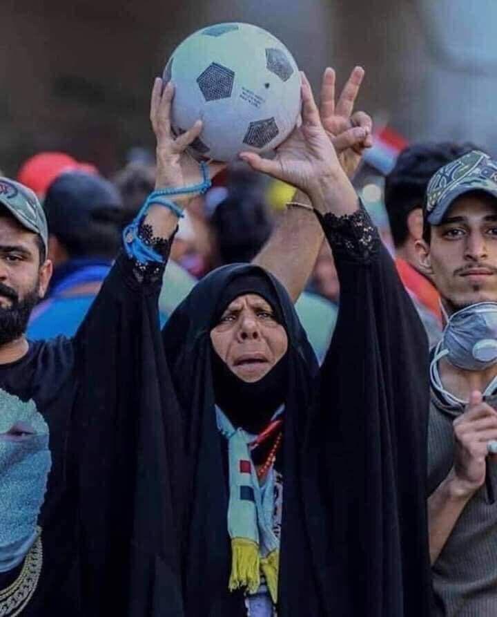 تصویر زن عراقی که با برد عراق مقابل ایران، جهانی شد!