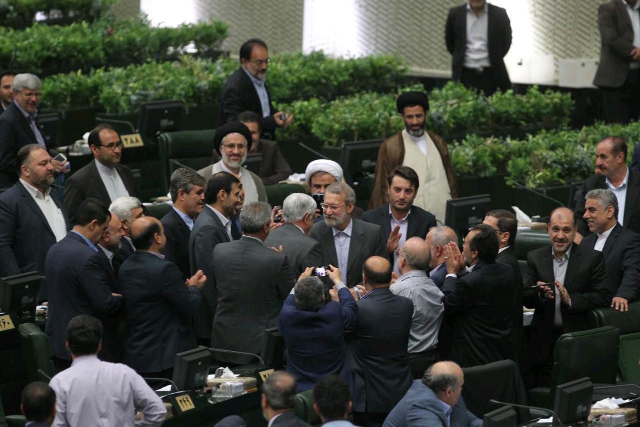 نمایندگان مجلس سهشنبه هفته گذشته از «طرح افزایش قیمت بنزین» مطلع شدند/ لاریجانی جزئیات طرح را به نمایندگان گفت، اما زمان اجرای آن را اعلام نکرد