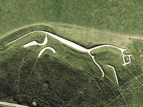اسب سپید آفینگتون از فراز آسمان