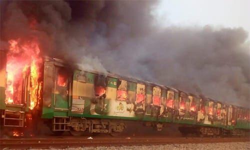 آتشسوزی گسترده قطار مسافربری پاکستان با ۶۵ کشته