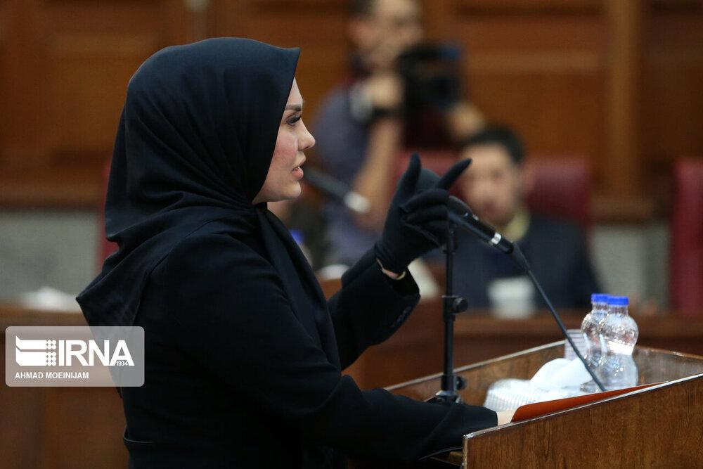 زنی که وکیل محمد علی نجفی است