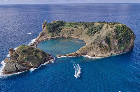 جزیره ویلا فرانکا از نمای نزدیک