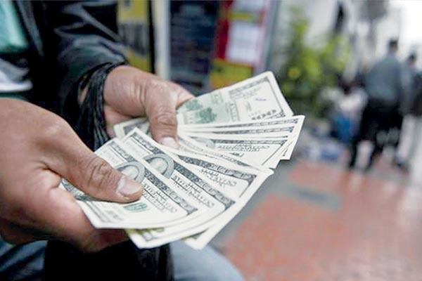 شوک قیمت بنزین ثبات بازار ارز را متاثر می کند