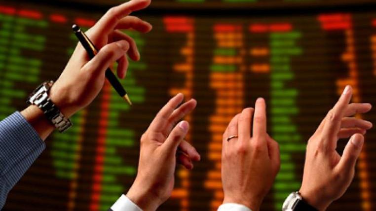 سقوط قیمت دلار در بازار تهران
