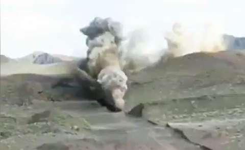 لحظه انفجار مسیر انتقال آب خلیجفارس به یزد